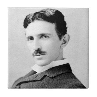 Portrait de Nikola Tesla Petit Carreau Carré
