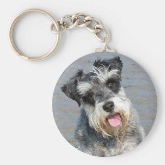 Portrait mignon de photo de chien miniature de porte-clé rond