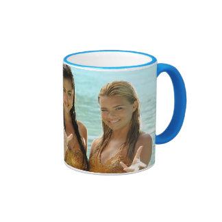 Pose de groupe dans l'eau mug ringer
