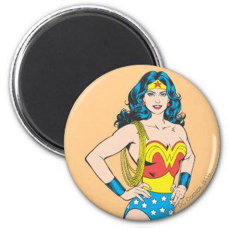 Pose vintage de la femme de merveille | avec le magnet rond 8 cm