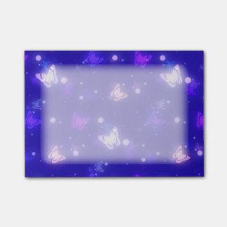 Post-it® Conception bleu-foncé de papillons légers de lueur