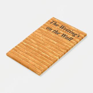 Post-it® Écriture sur les notes de post-it de mur