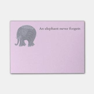 Post-it® Éléphant gris très mignon de griffonnage sur le