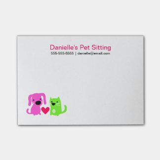 Post-it® Le chien et le chat de la garde d'enfants d'animal