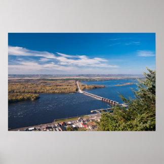 Poster Au-dessus du fleuve Mississippi et du barrage chez