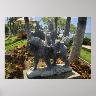 Poster Bouddha montant une statue de lion, Waikoloa,