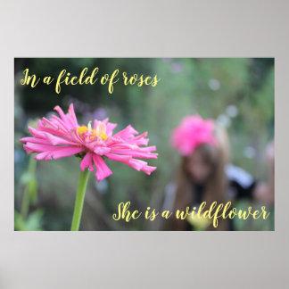 Poster Dans un domaine des roses, elle est un fleur