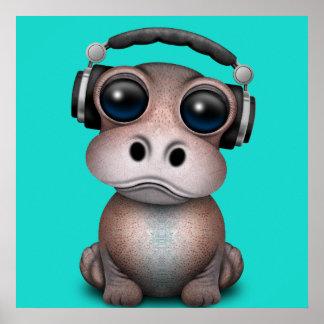 Poster Écouteurs de port du DJ d'hippopotame mignon de