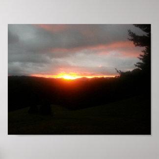 Poster Flammes de coucher du soleil de montagne de