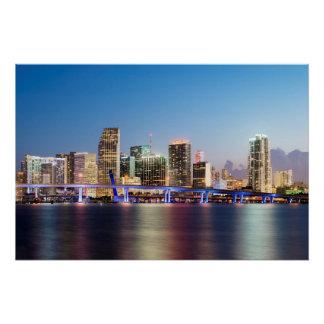 Poster Horizon lumineux de Miami du centre au crépuscule