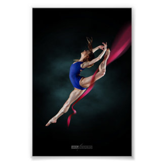 Poster La ballerine de Katya sautent le Pin vers le haut