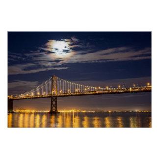 Poster La lever de la lune ce soir au-dessus du pont de b