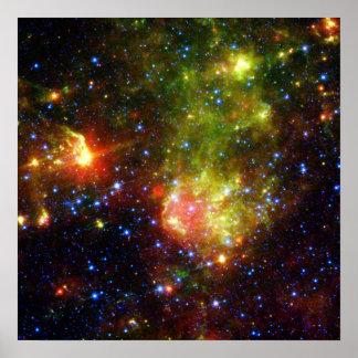 Poster La mort poussiéreuse de la NASA massive d'étoile