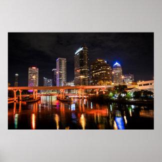 Poster La ville allume l'horizon par nuit