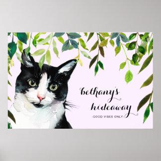 Poster Le chat mignon dans la verdure ajoutent le bon
