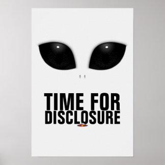 Poster Le Gris-Alien observe l'affiche de révélation