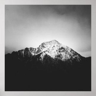Poster Montagne neigeuse noire et blanche