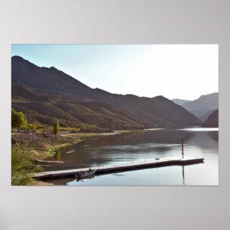 Poster Montagnes avec la rivière de Coloardo