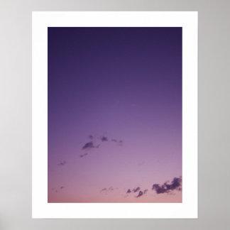 Poster Nuages dispersés par pourpre au crépuscule