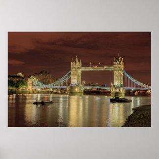 Poster Pont de tour la nuit, Londres