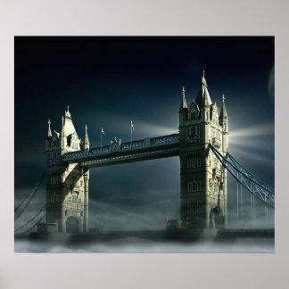 Poster Pont Londres de tour en brouillard de nuit
