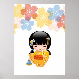 Poster Poupée de Kokeshi d'été - fille de geisha jaune de