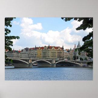 Poster Prague. Vue du remblai de la rivière de Vltava