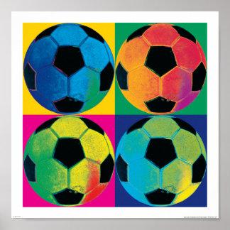 Poster Quatre ballons de football dans différentes couleu