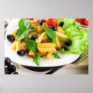 Poster Rigatoni italien de pâtes avec de la sauce