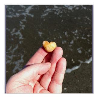 Poster Roche de coeur à l'affiche brillante d'océan