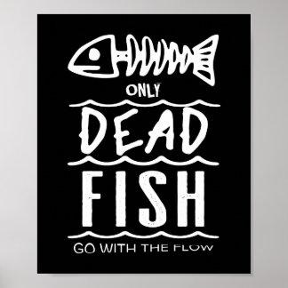 Poster Seulement les poissons morts vont de pair avec