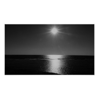 Poster Soleil noir et blanc au-dessus de l'affiche de mer