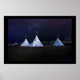 Poster Teepees dans un ciel de minuit