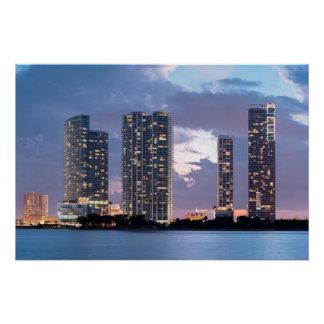 Poster Tours de condominium au bord de mer à Miami