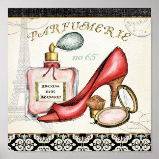 Poster Une chaussure rouge, une bouteille de parfum, et