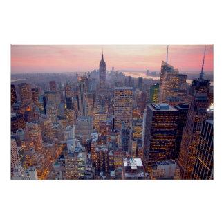 Poster Vue large de Manhattan au coucher du soleil