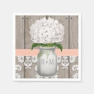 Pot de maçon blanc décoré d'un monogramme de serviettes jetables