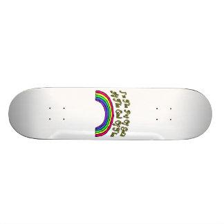 Pot d'or à l'extrémité de l'arc-en-ciel plateaux de skateboards customisés