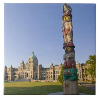 Poteau de totem au bâtiment du Parlement dedans Grand Carreau Carré