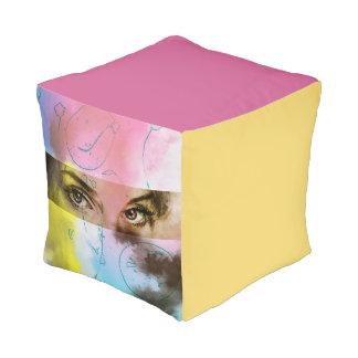 Pouf cubé illustré coloré - regard fixe