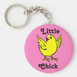Poulet jaune lumineux de petit poussin avec des porte-clé rond
