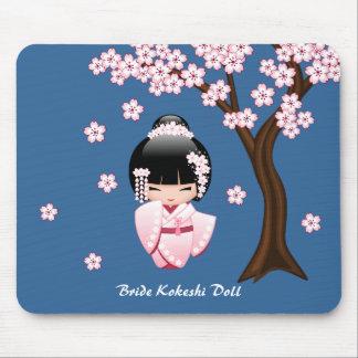 Poupée blanche de Kokeshi de kimono - fille de Tapis De Souris