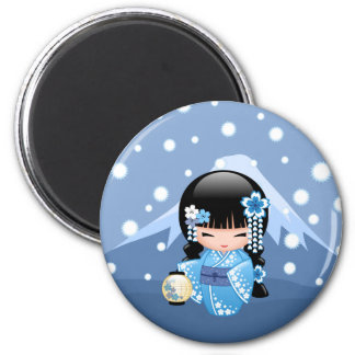 Poupée de Kokeshi d'hiver - fille de geisha bleue Magnet Rond 8 Cm