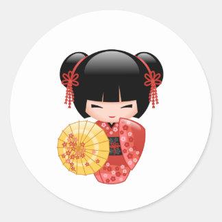 Poupée rouge japonaise de Sakura Kokeshi Sticker Rond