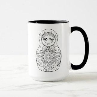 Poupée russe élégante tasses
