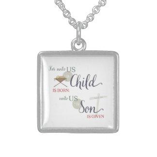 Pour à nous un enfant est né pendentif carré