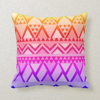 Pourpre lumineux pour jaunir le motif géométrique oreiller