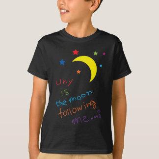 Pourquoi la lune me suit-elle… ? t-shirt
