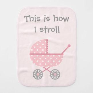 Poussette de bébé drôle pour la fille nouveau-née linges de bébé