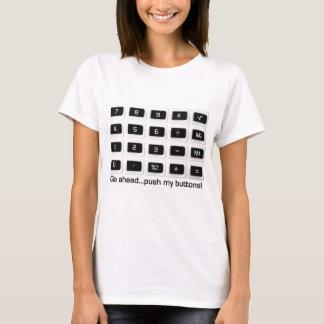 Poussez mon T-shirt de boutons